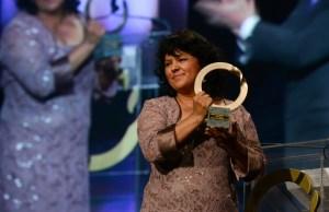 """La activista ambiental Berta Cáceres recibe el Goldman Environmental Prize (el llamado """"Nobel Verde"""") en 2015. Será asesinada una año después."""